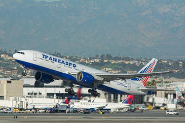 Transaero Airlines Boeing 777-222 EI-UNY by concaholic