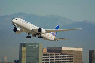United Airlines Boeing 787-9 Dreamliner N19951 by concaholic