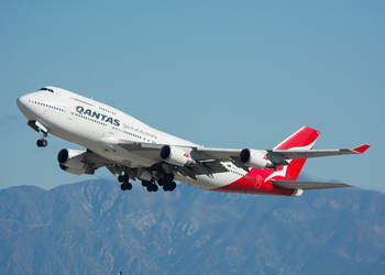 Qantas Boeing 747-400 VH-OEG by concaholic