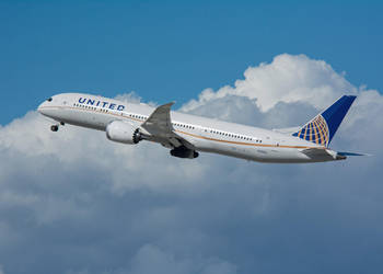 United Airlines Boeing 787 N13954 by concaholic