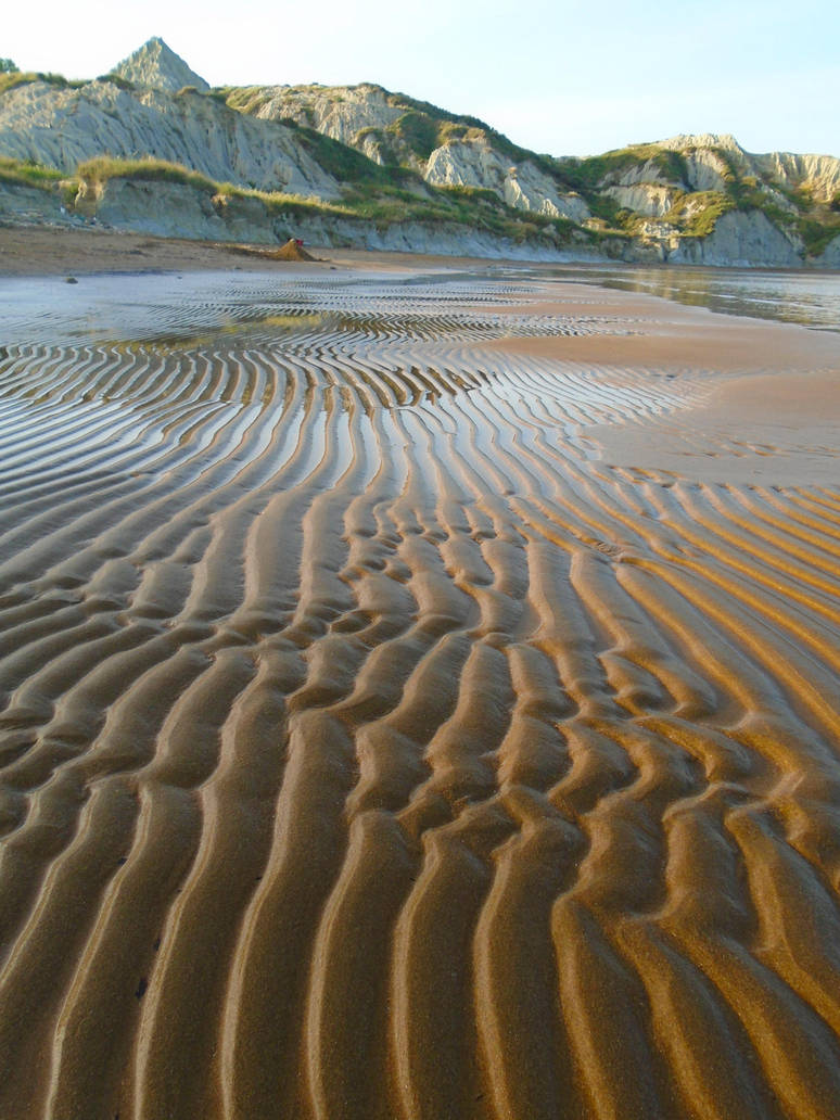 The tide is low... by Johny-Leek-Sama