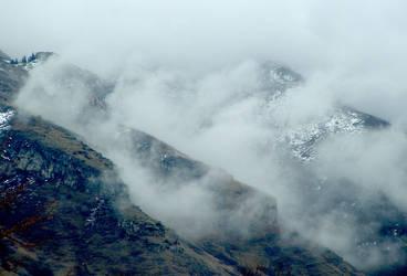 Misty Mountains by poisonrain