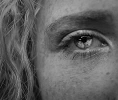 nei suoi occhi by ThErEaLDoLLyFrikka