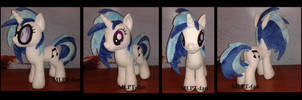 19 inches Vinyl Scratch by calusariAC