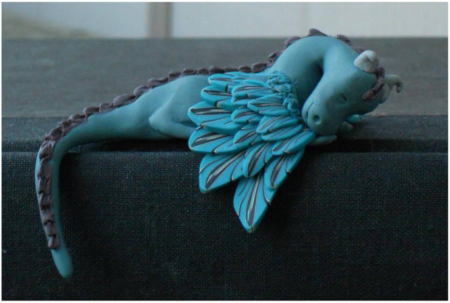 Sleeping dragon by Glori305