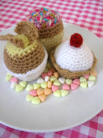 Crochet Cupcakes by kickass-peanut