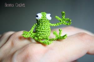 Miniature Frog crochet amigurumi doll by BramaCrochet