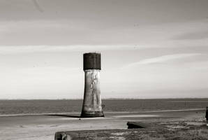 Spurn's Low Light by moonhare77
