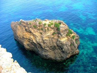 Pigeon Rock's rear cliffs by Faunamelitensis
