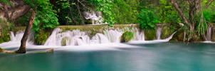 Plitvice Lakes by thio27