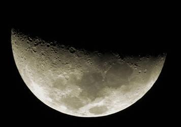 Luna by helderdarocha