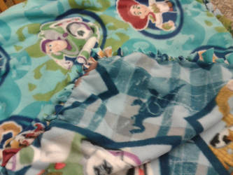 tied toddler quilt by Bennirory