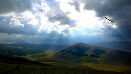 Hanggliding Castelluccio by Hellle