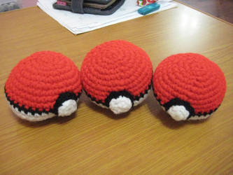 Crochet Pokeballs by neonjello17