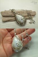 Snow Queens - Moonstone Pendant by FILIGRY