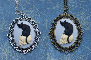 The Black Cat's Skull Necklace by MonsterBrandCrafts