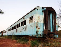 Abandoned passanger cars RFFSA by SD40-2