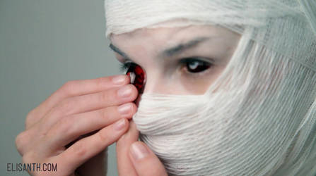 How to insert and remove red sclera contact lenses by Elisanth