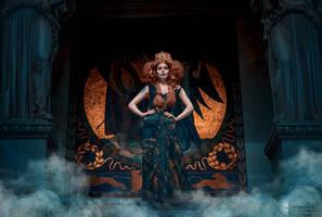 Golden Queen by Elisanth