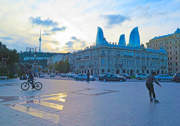 Sunset in Baku by tahirlazim