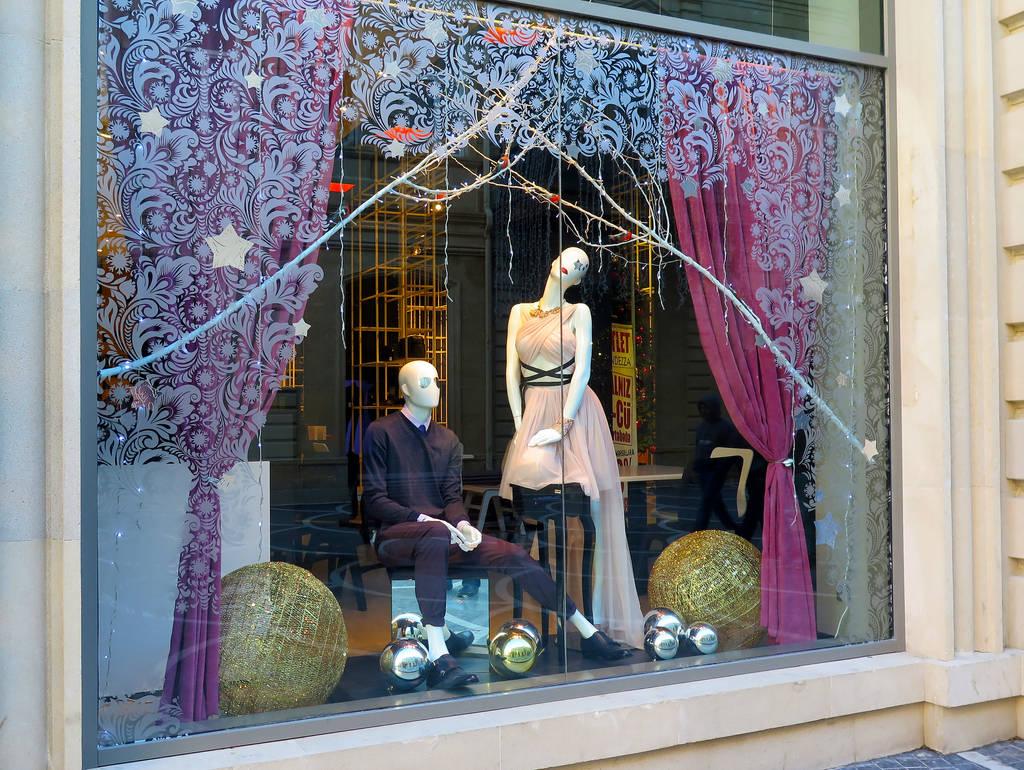 Dramatic Plot in the Shop Window by tahirlazim