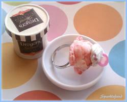 Strawberry Scoop by Sparklefiend