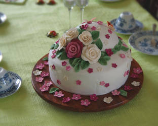 Rose Cake + Video by ginkgografix