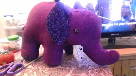 Elephant by Felissauria
