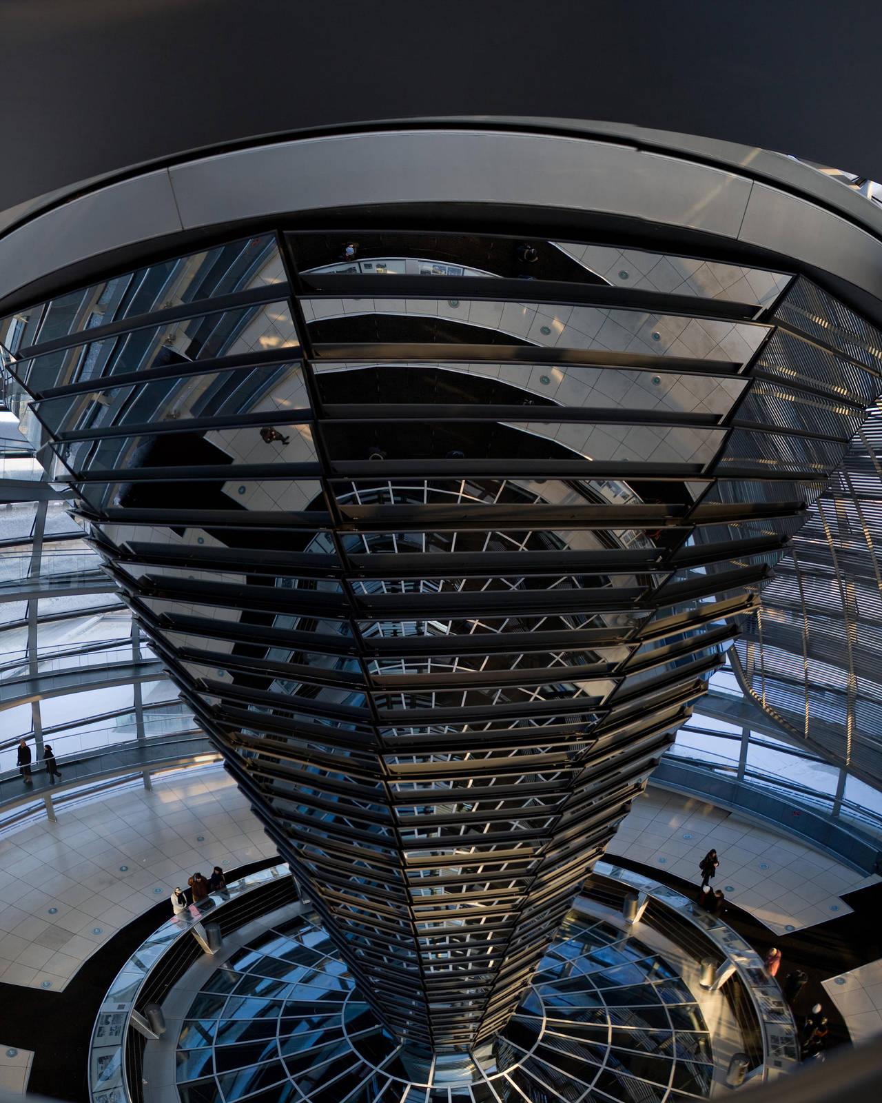 Reichstag Kupel oben by juanmah