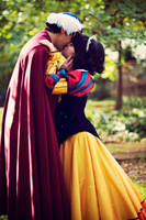 Prince Florian and Snowwhite Kissing by LeydaCosplay
