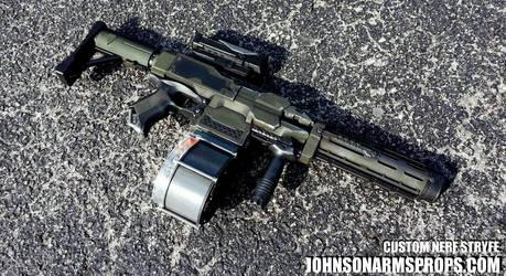 Halo Themed Nerf Stryfe by JohnsonArmsProps