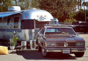 Oldsmobile Custom Cruiser with Airstream Excella by ryanthescooterguy
