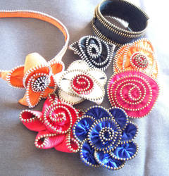 zipper flowers 2 by Craftcove