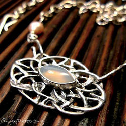 Reversable Chalcedony Necklace by che4u