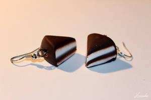 Chocolatte Cake Earrings by Hrasulee