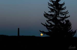 Yellow Moon by Hrasulee