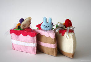 felt cakes by amy-liu