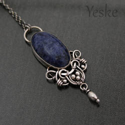 170518 | Wire-work pendant with hand-cut sodalite by YeskeCrafts