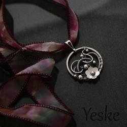 170930 | Floral silver wire-work pendant by YeskeCrafts