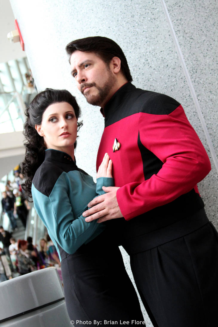 star trek tng troi and riker wondercon 2012 by brianfloresphoto