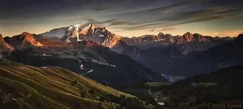 marmolada sunset by kihsleek