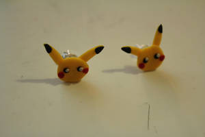 Pikachu earrings by CurrentlyLoading
