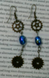Steampunk earrings by queenpili