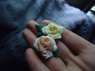 Yellow and Peach rose pins by rionsanura
