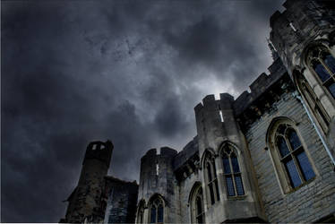 Cardiff Castle in August by medicorefluff