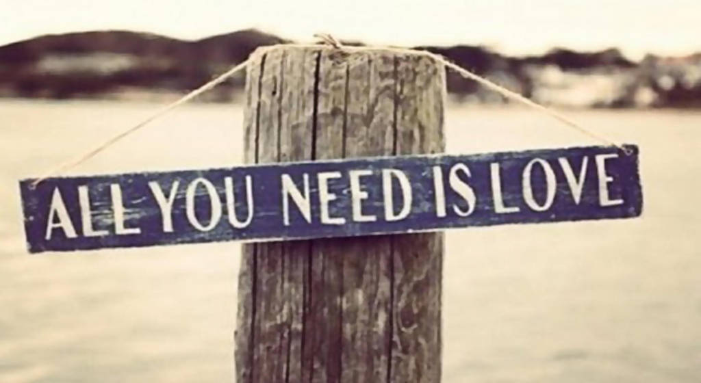wallpaper all you need is love by Analaurasam