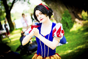 Snow White and a cardinal by straywind