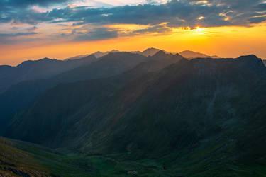 Sky and peaks by trekking-triP