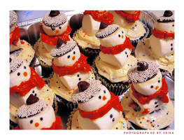 Cutie Snowman Cupcakes by ScarletWarmth