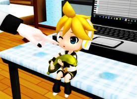 Poke the smol Len by SetsuraChii
